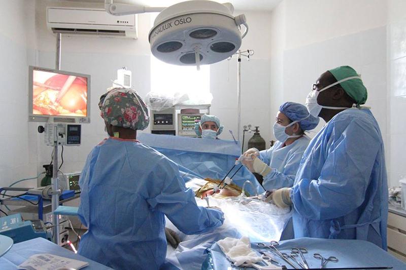 medical-equipment_laparoscopic-surgical-machine
